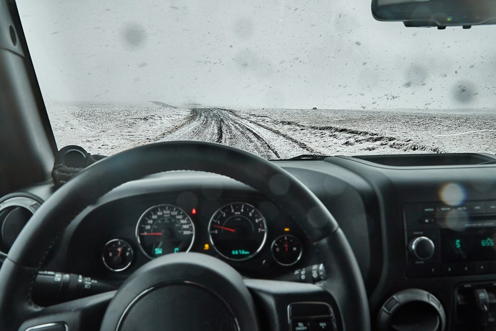 Winter weather can make our driving in Iceland difficult. It is important to take precautions.